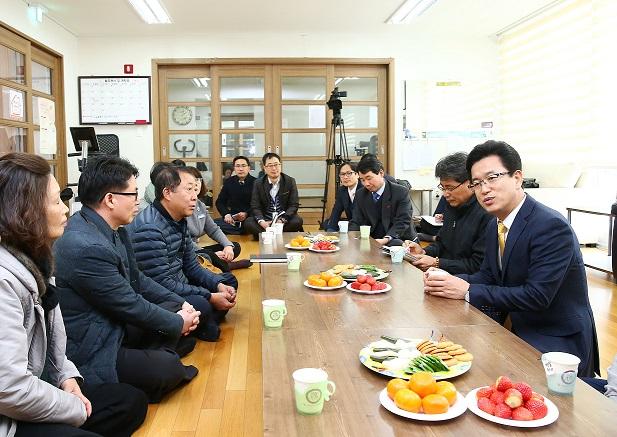 (01.20)허태정 유성구청장, 원신흥동 연두 방문.jpg